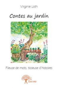 Couverture de Contes au jardin. Aquarelle aux dominances de vert. Table de jardin sous un arbre. Beaucoup de fleurs.