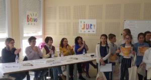Le jury et quelques enfants participants.